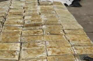 Belgickí colníci v prístave Antverpy zadržali v uplynulých šiestich týždňoch celkovo 27,64 tony kokaínu
