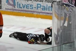 Fínsky rozhodca prišiel v zápase o 7 zubov.