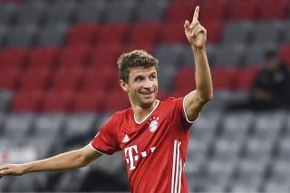 Thomas Muller vtipne predpovedal výhru Bayernu Mníchov proti Lipsku.
