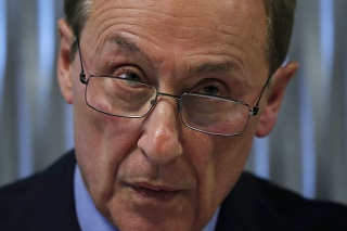 Na archívnej snímke z 5. februára 2020 prezident Francúzskej federácie ľadových športov (FFSG) Didier Gailhaguet počas tlačovej konferencie v Paríži. Gailhaguet sa vzdal funkcie pre škandál súvisiaci s obvinením  zo znásilnenia a pohlavného zneužívania mladistvých športovkýň v sobotu 8. februára 2020.