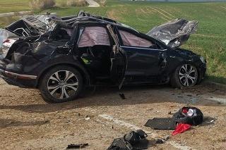 Pri dopravnej nehode v okolí Budmeríc zomreli dvaja ľudia.