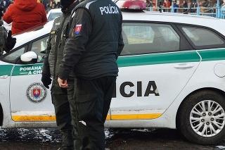 Na dodržiavanie karantény dohliadajú 24 hodín denne policajti aj vojaci.