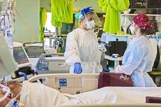 Viacerí pacienti dostali koronavírus od zdravotníkov.