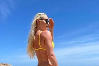 Lindsey predviedla na dovolenke vymakanú postavu, na ktorú je právom pyšná.