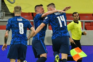 Slováci sa tešia po góle Milana Škriniara.