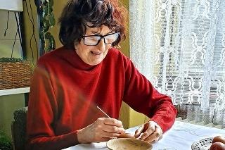 Lýdia Garajová (70) sa výrobe originálnych kraslíc z Polichna venuje už 8 rokov.