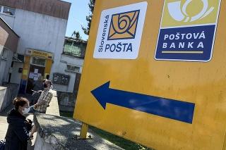 Prísne hygienické pravidlá platia aj na pobočkách Slovenskej pošty.