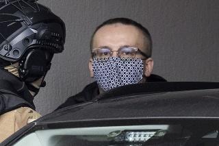 Na snímke obvinený riaditeľ SIS Vladimír Pčolinský po prevoze na Špecializovaný trestný súd (ŠTS) v Pezinku v nedeľu 14. marca 2021.