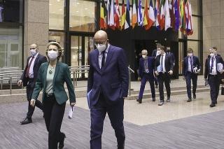 Predsedníčka Európskej komisie Ursula von der Leyenová (vľavo) a predseda Európskej rady Charles Michel (vpravo).