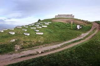 Pustý hrad sa skladá z dvoch častí – horného a dolného hradu.
