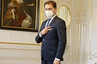 Premiér Matovič pri prijatí u prezidentky ukazoval znak víťazstva. Nie je jasné, kto z tejto krízy však vyjde víťazne.