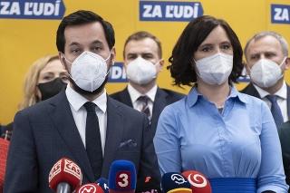 Vľavo podpredseda strany Za ľudí Juraj Šeliga a vpravo predsedníčka strany Za ľudí Veronika Remišová