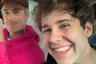 Zmámy hviezd: Justin Bieber a Dávid Dobrík.