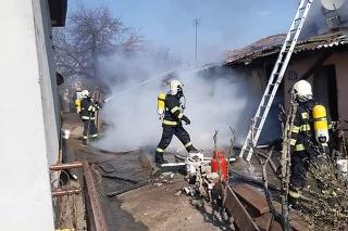 Hasiči zasahovali pri požiari domu