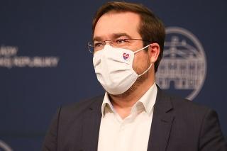 Minister zdravotníctva Marek Krajčí počas tlačovej konferencie.
