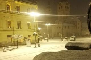 Do Banskej Bystrice sa vrátila zima.