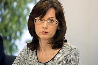 Baťová hovorí, že vakcínu musia posúdiť na úrovni EÚ.