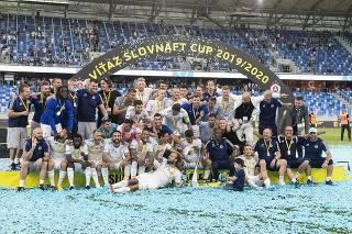 Na snímke víťaz Slovenského pohára - Slovnaft Cupu Slovan Bratislava po finále Slovenského pohára - Slovnaft Cupu ŠK Slovan Bratislava - MFK Ružomberok 8. júla 2020 v Bratislave.
