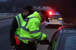 Počas uplynulého týždňa odhalila polícia viac než osemtisíc porušení protiepidemických opatrení.