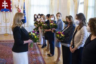 Prezidentka Čaputová spolu s predstaviteľkami profesijných a mimovládnych organizácií ako aj s poslankyňami NR SR a Európskeho parlamentu pri príležitosti Medzinárodného dňa žien
