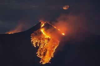 Etna opäť ukazuje svoju silu.
