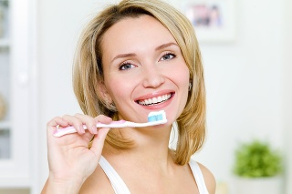 Starostlivosť o chrup potrebuje aj správny výber kozmetiky.
