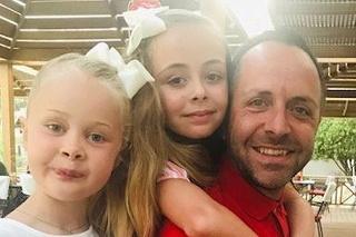 Malé dcérky prišli o svojho ocka veľmi skoro.