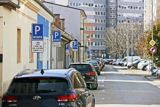 Všetky sa stanú po zavedení jednotnej celomestskej parkovacej politiky súčasťou parkovacích zón.