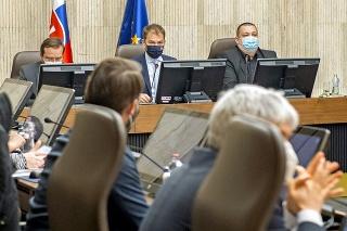 Rokovanie odborníkov trvalo 15 hodín a zhodli sa na viacerých krokoch, ktoré ešte musela schváliť vláda.