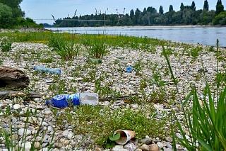 Znečistenie okolia plastovým odpadom je v súčasnosti čoraz väčším problémom.