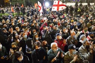 Minulú nedeľu 8. novembra vyšlo do ulíc približne 45 000 ľudí.