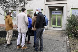 Nemocnica s poliklinikou Prievidza so sídlom v Bojniciach otvorila 7. januára 2021 vakcinačné centrum.