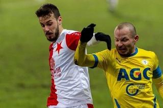 Jakub Hromada (vľavo) v súboji s Tomášom Vondráškom.