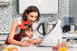 Gazdinky ocenia v kuchyni akúkoľvek pomoc. Medzi robotmi sú však rozdiely.