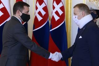 Novozvolený špeciálny prokurátor Daniel Lipšic (vľavo) zložil svoj sľub do rúk predsedu Národnej rady SR Borisa Kollára.