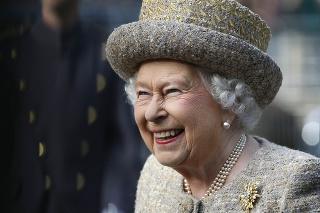 Bez klobúka ani na krok: Kráľovský protokol vyžaduje od dám nosenie klobúkov na všetkých oficiálnych akciách.