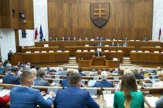 Poslanci schválili balík opatrení z dielne Sulíkovho ministerstva.
