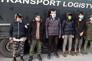 V kamióne našli migrantov.