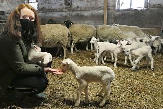 Lenka zvieratká na rodinnej farme miluje.