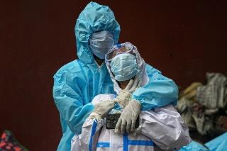 India v súčasnosti registruje najväčšie prírastky nových prípadov ochorenia COVID-19 na svete.