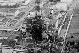 Apríl 1986: Ukrajinská jadrová elektráreň v Černobyle dva alebo tri dni po tom, čo v jej komplexe došlo k výbuchu.