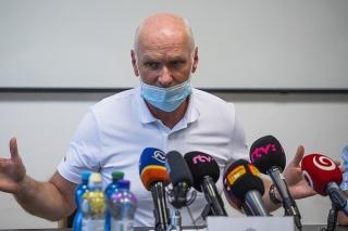 Prezident Slovenskej lekárskej komory (SLK) Marian Kollár počas brífingu Slovenskej lekárskej komory (SLK)