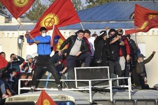 Výsledky parlamentných volieb v Kirgizsku si vyžiadali masové protesty.