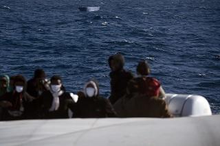 Počet migrantov smerujúcich na Kanárske ostrovy stúpa.