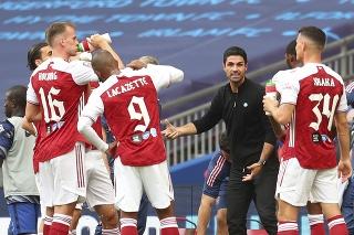Tréner Arsenalu Londýn Mikel Arteta dáva pokyny svojim zverencom vo finálovom zápase FA Cupu Chelsea Londýn - Arsenal Londýn v Londýne v sobotu 1. augusta 2020.