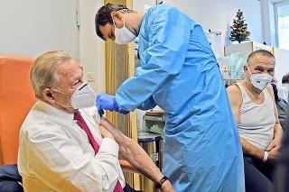 Rudolf Schuster vníma vakcínu ako záchranu.