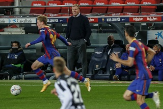 Koeman verí, že Barcelona môže v tejto sezóne získať titul.