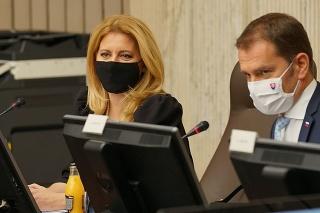 Prezidentka SR Zuzana Čaputová a predseda vlády SR Igor Matovič počas rokovania 130. schôdze Bezpečnostnej rady SR