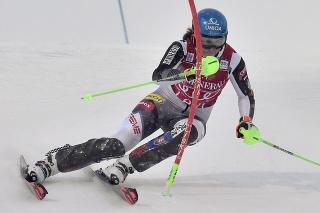 Petra Vlhová sa v prvom kole delí o prvú priečku so Švajčiarkou Gisinovou.