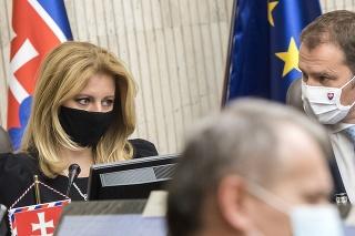 Prezidentka SR Zuzana Čaputová a premiér SR Igor Matovič počas 130. zasadnutia Bezpečnostnej rady SR